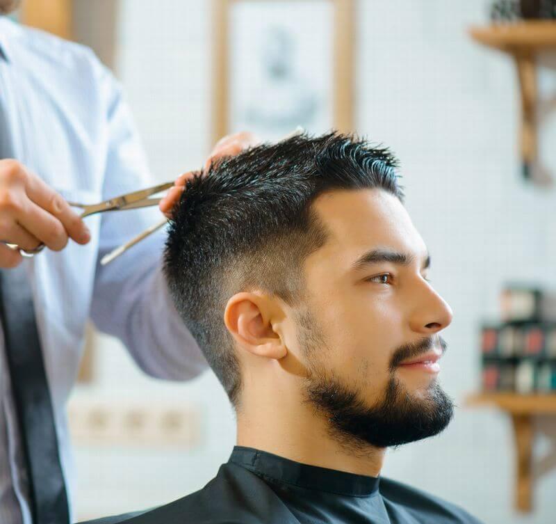 散髪をしている男性メンズ