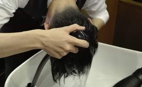髪を濡らしているイメージ