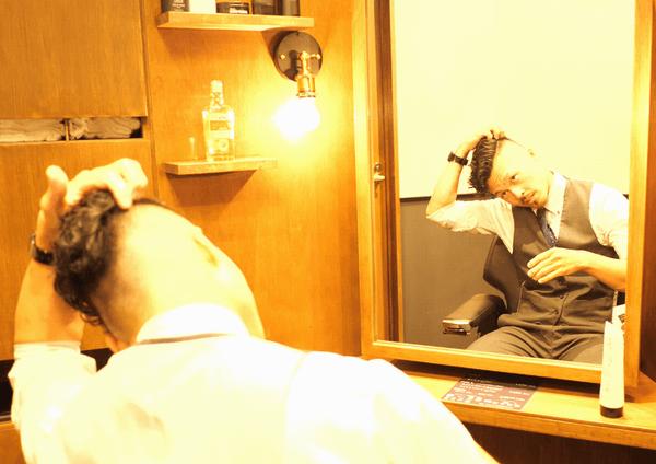 ジェルを髪につける